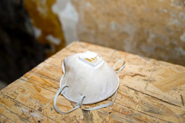 Ein Atemschutz ist bei der Verwendung von Polyesterharz zu empfehlen
