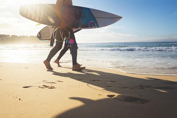 Im Bau von Surfbrettern ist Polyesterharz wegen seiner Preisvorteile noch weit verbreitet
